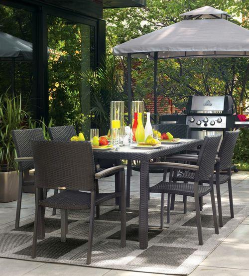Bahçe için yemek masası