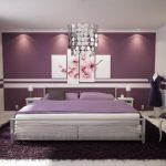 Lila yatak odası