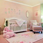Açık pembe bebek odası dekorasyonu