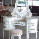 Oval Aynalı Makyaj Masası Modelleri