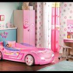 Çilek arabalı kız çocuk odası