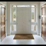 Beyaz kapı dekorasyonu