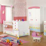 Pembe beyaz bebek odası takımı