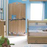 Mavi ahşap bebek odası