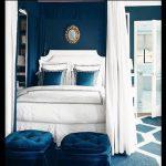 Beyaz mavi yatak odası