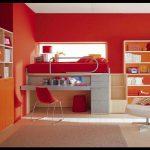 Büyük kırmızı çalışma odası