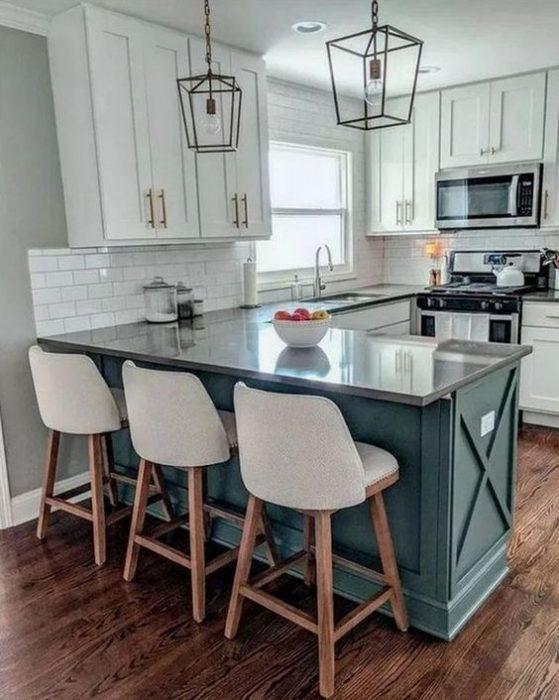 Mavi beyaz küçük mutfak dekorasyon fikirleri