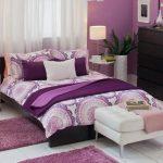 Modern mor yatak odasi tasarimlari